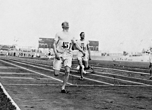 Eric Liddell winning 400-m run at 1924 Olympics (click picture to enlarge)